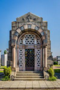 Cappella Monumentale. figura intera